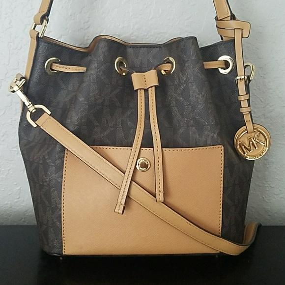 23926569e55e Michael Kors Bags | Signature Greenwich Bucket Bag | Poshmark